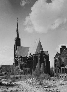 Tak wyglądał Wrocław w 1945 roku [ZDJĘCIA] - Gazetawroclawska.pl Louvre, Building, Travel, Viajes, Buildings, Destinations, Traveling, Trips, Construction