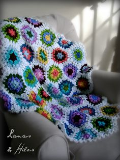 """GRANNY HEXAGON BLANKET    FRAZADA DE HEXAGONOS FLORALES          I finished the blanket…and I love it.  I named this blanket: """" Flowers on ..."""