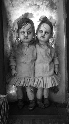 This photo shows the dolls of Karla which were found on a gravein a cemetery of Baja California, Mexico. // These dolls were subjected to chemical studies and turned out to be just perfect porcelain dolls, except for one small detail, theirhair and...