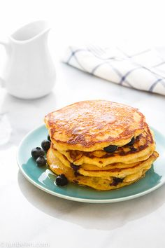 How to Make Calamansi Blueberry Cornmeal Pancakes Cornmeal Pancakes, Crepes And Waffles, Blueberry Pancakes, Blueberry Recipes, Calamansi, Crepe Cake, Food Porn, Brunch, Filipino Dishes