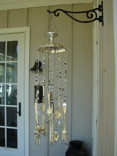 Silverware wind chime by adriana I like the top of this wind chimes its am silver compot Carillons Diy, Silverware Art, Flatware, Wind Chimes Craft, Spoon Jewelry, Garden Crafts, Suncatchers, Repurposed, Diy And Crafts