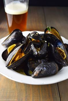 beer steamed mussels steamed in an ale of your choice with garlic, butter and fresh oregano. The perfect easy app for Summer. Beer Recipes, Seafood Recipes, Cooking Recipes, Healthy Recipes, Mussel Recipes, Shellfish Recipes, Dutch Recipes, Dinner Recipes, Mussels Recipe Beer