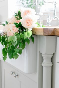 How to create a lovely farmhouse flower arrangement with inexpensive flowers from the grocery store!