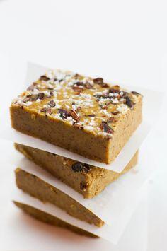 DIY Creamy Almond and Coconut Freezer Fudge Vegan Treats, Vegan Desserts, Cocoa Nibs, Vegetarian Paleo, Shredded Coconut, Healthy Cooking, Fudge, Freezer, Almond