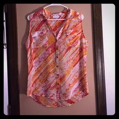 NEW YORK & COMPANY sleeveless flowy blouse This blouse is very cute. Goes well with a cardigan of similar colors or a jean jacket. Very cute with white shorts. Flowy and very complementing to any figure. New York & Company Tops Blouses