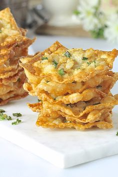 Sweet and tender chunks of shrimp on a bed of crunchy fried wontons, these Shrimp Wonton Chips make the perfect appetizer or snack. No Cook Appetizers, Shrimp Appetizers, Appetizer Recipes, Italian Appetizers, Wonton Recipes, Shrimp Recipes, Wonton Chips, Shrimp Wonton, Pub Food