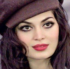 """Style inspo Türkan Şoray ✨ she is also known as the as """"Sultan"""" of the Cinema of Turkey. (thanks for telling me about her ! Brunette Beauty, Hair Beauty, Beautiful Lips, Beautiful Women, Arab Celebrities, Egyptian Actress, Celebrity Singers, Artists And Models, Beauty Around The World"""