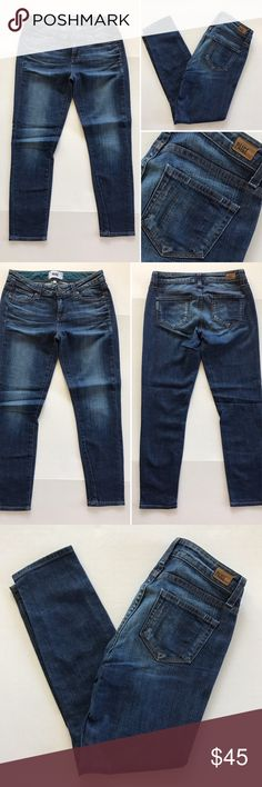 """[Paige] """"Kylie Crop"""" women's denim jeans 25 [Paige] """"Kylie Crop"""" women's denim jeans 25 •🆕listing •good pre-owned condition •length 26"""" •flat front waist measures about 15"""" •material 80% cotton 19% polyester 1% elastane •offers and bundles welcomed using the features••• Paige Jeans Jeans Ankle & Cropped"""