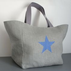 Sac cabas en lin avec étoile - Doublure en lin – Gris Pastel Burlap Tote, Diy Sac, Jute Bags, Couture Sewing, Cotton Bag, Handmade Bags, Hobo Bag, Refashion, Curvy Fashion