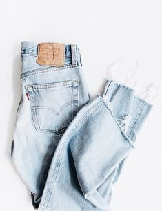 LEVI Jeans In Your Size Denim Buttonfly or Zip-fly Levi Highwaist Vintage Renewal Levi's Boyfriend Jeans Looks Style, Looks Cool, Style Me, Undone Look, Looks Jeans, Beige Outfit, Look Man, Mode Jeans, Normcore