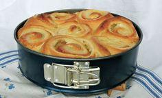Tip pre kysnuty kolac Slovak Recipes, Czech Recipes, Russian Recipes, Ethnic Recipes, Home Baking, Rolls Recipe, Great Recipes, Sweet Tooth, Bakery