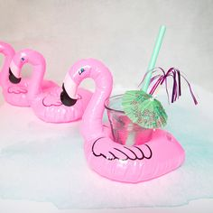1 x Fun Pink Flamingo Drinks Holder. Perfect as a Party Decoration or Table Centrepiece. Use it as a Pool Float, Bath Float, Photobooth Prop, or