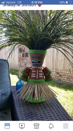 Ein weiterer Tiki Pflanzer DIY Another tiki planter DIY Clay Flower Pots, Flower Pot Crafts, Clay Pots, Clay Pot Projects, Clay Pot Crafts, Diy And Crafts, Flower Pot People, Clay Pot People, Pot Jardin