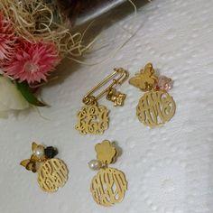 Ya elegiste tu pin favorito? Crea tu insignia familiar y ten un regalo para toda la vida. Disponible para adultos y niños en  plata baño en oro 18k amarillo o rosado. Contáctanos por DM o Ws 809-605-0837 queremos ser parte de su historia  #jewelry #familia  #bautizo #joyeria #azabache #perlas #cristales