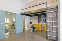 Lar em Barcelona em amarelo e azul. Estúdio faz retrofit em apartamento pequeno