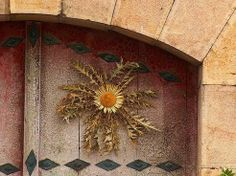 Another Example of Eguzkilore. This Part of Basque Mythology Relies on the Flower to Shine the Sun's Light Even in the Darkness, Keeping Away Evil Creatures of the night: Spirits and Witches. Wiccan, Pagan, Spanish Tattoos, Biarritz, Creatures Of The Night, Book Of Shadows, Folklore, Mythology, Old Things