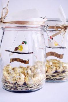 Sarah macht dem Namen ihres Blogs Rotkehlchen mit ihrer Mason Jar Geschenkidee alle Ehre. Sie hat nämlich einen Vogel – ins Weckglas gesteckt.
