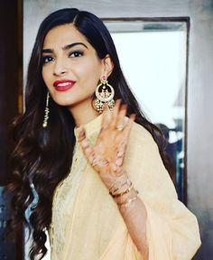 Accha chalta hoon Duaon mein Yaad rakhna  . . #veerediwedding #swarabhaskar #imnotachickflick #everydayphenomenal #sonamkapoor…