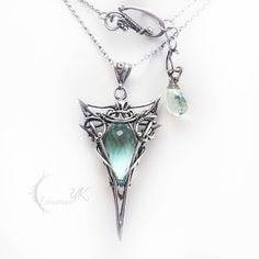 Reminds me of Lord of the Rings jewelry Cute Jewelry, Jewelry Box, Jewelery, Jewelry Accessories, Jewelry Design, Unique Jewelry, Fantasy Jewelry, Gothic Jewelry, Beaded Jewelry