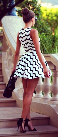 Gorgeous sleeveless mini flowy dress fashion