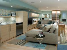 Sala de estar en un sótano. A Sea-inspired basement