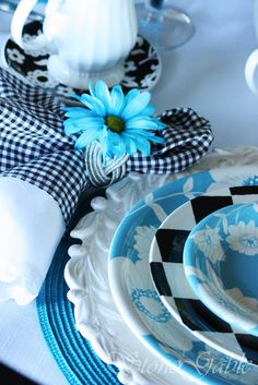 The play of Robin Blue with Black and White is carried out perfectly here.  The black & White checked plate is echoed in the b & W gingham napkin.  There is a motley of patterns and textures in this tablesetting but it pulls together perfectly.