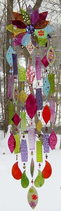 Kirk's Glass Art fused and stained glass windchimes-perhaps done with the melted plastic beads instead? Stained Glass Art, Mosaic Glass, Fused Glass, Dreams Catcher, Glass Wind Chimes, Wind Chimes Craft, Mobiles, Suncatchers, Yard Art