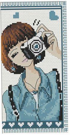 0 point de croix jeune femme et appareil photo - cross stitch young woman and caemra