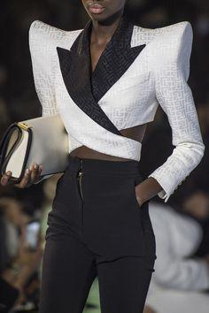 Suit Fashion, High Fashion, Fashion Show, Fashion Looks, Couture Fashion, Runway Fashion, Fashion Trends, Suits For Women, Women Wear