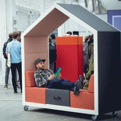 The Treehouse Office Pod offers the modern workplace with free space zones for impromptu meetings and co-working in comfort without leaving the office. Office Pods, Tiny Office, Open Office, Office Interior Design, Office Interiors, Sleeping Pods, Outdoor Office, Modular Office, Mobile Office