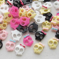 30/150pcs Mini Skull Resin Flatbacks Craft Finger Sticker Decor 9mm Lots