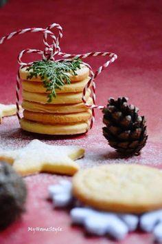 Vánoční sušenky Christmas Holidays, House Styles, Food, Christmas Vacation, Essen, Meals, Yemek, Eten