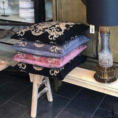 #frederiksberg #gammelkongevej #gammelkongevej100 #klüverdehliinteriør #kluverdehli Home Collections, Vanity Bench, Furniture, Home Decor, Decoration Home, Room Decor, Home Furnishings, Makeup Dresser, Arredamento