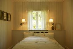 Simple White Bedroom   Flickr - Photo Sharing!