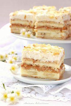 Arabeska : Krówka bananowa Layer Cake Recipes, Dessert Cake Recipes, Sweets Cake, Sweet Desserts, Polish Desserts, Polish Recipes, Potica Bread Recipe, Sweet Bakery, Cakes And More