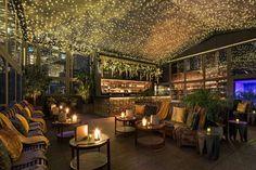 Outdoor Restaurant Design, Pop Up Restaurant, Rooftop Restaurant, Bar Pop Up, Greenhouse Bar, Restaurant En Plein Air, Rooftop Bars Nyc, Parasols, Nyc Restaurants