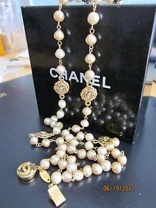 Vintage 1984 CHANEL Baroque Pearl Necklace with Gold Rosettes and Crystals 39