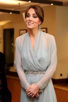 Duquesa de Cambridge exibe 'vestido de princesa' na estreia do filme 'Spectre' - Activa