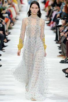Valentino Spring 2018 Ready-to-Wear  Fashion Show - Runa Neuwirth