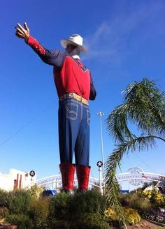 Wisps of smoke just begin to rise at the earliest stage of the fire that would destroy Big Tex. (Christian Bradford)  #bigtexfire