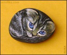 painted rocks: Blue-eyed kitten 2 by Alika _ so cute! Pebble Painting, Love Painting, Pebble Art, Painted Pavers, Hand Painted Rocks, Painted Stones, Stone Crafts, Rock Crafts, Cool Rocks