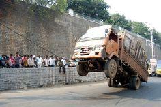 Resultados de la Búsqueda de imágenes de Google de http://www.newswala.com/Hyderabad-News/2011/03/22/image_Vehicle_THD.jpg
