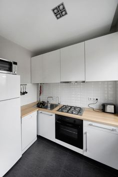 Interior Design, Elegant White Kitchen Interior Decoration With Stove Plus Refrigerator Also Floating Cabinet In Simple Home Design: Stylish Modern Bachelor Pad in Simple and Cool Interior Design White Kitchen Interior, Gray And White Kitchen, Interior Design Kitchen, Small Apartment Kitchen, Small Apartment Design, Kitchen Furniture, Kitchen Dining, Kitchen Decor, Simple Furniture