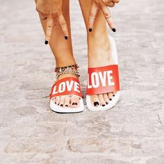 Have you seen the post on www.toksblog.com with my LOVE sandals from @thewhitebrand ?   ¿Habéis visto el post en www.toksblog.com con mis sandalias de LOVE de @thewhitebrand ? #love #sandals #toksblog #outfit #details #fashion #sharethelove #thewhitebrand #inspiration #streetstyle #bloggernation #inspohood