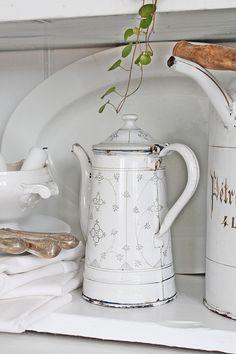 Little White Cottage White Cottage, Cottage Chic, Jeanne D'arc Living, Enamel Cookware, French Kitchen Decor, Vibeke Design, Kitchenware, Tableware, Vintage Enamelware