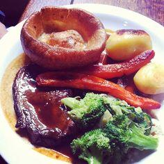 Finalmente è domenica... Che sunday roast sia! -  #london #pub #food #foodpics #sundayroast #instafood #instagnam #foodporn #lunch #dinner #brunch