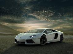 Lamborghini Aventador parati sullo sfondo del cielo