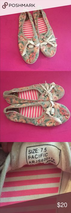 ROXY SHOES SIZE 7.5 Originally bought at Journeys for $40. Super cute shoes, with a decorative floral pattern on the outside and a pink & white striped pattern on the inside. Shoes only worn a handful of times, $20 OBO Roxy Shoes Flats & Loafers