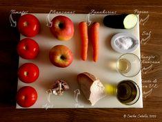Recién estrenado el verano, en este lado del Planeta, podemos dar por inaugurada oficialmente la temporada de Gazpachos y Salmorejos, ya sabéis, esa serie de Cremas y Sopas Frías de las cuales estoy... Gazpacho, Apple, Fruit, Food, Cucumber, Fruits And Vegetables, Apple Vinegar, Mise En Place, Apple Fruit