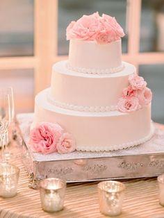 To see more gorgeous details about this DC wedding: http://www.modwedding.com/2014/11/09/elegant-dc-wedding-vicki-grafton-photography/ #wedding #weddings #wedding_cake